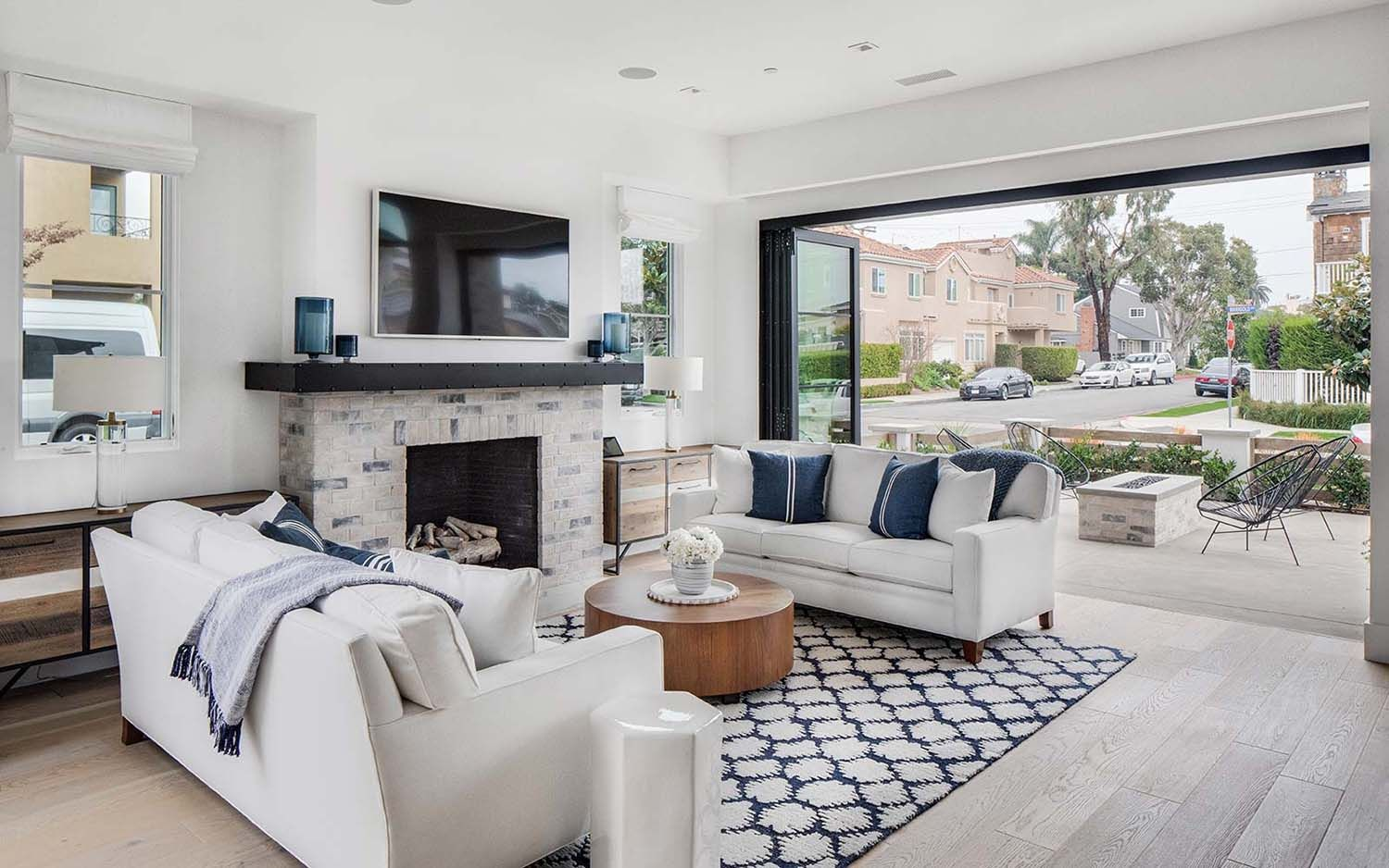 Fabulous Beach House With Zen Inspired Interiors In Corona Del Mar In 2020 Luxury Interior Design House Luxury Homes