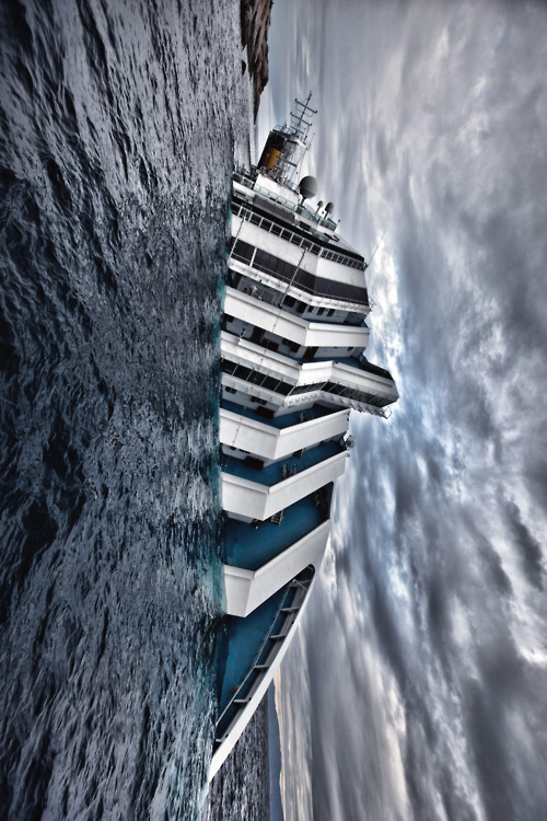 Cruise Ship Costa Concordia Disaster The Italian Cruise Ship Costa Concordia P 1 Sank After It Capsized At Isola Del G Abandoned Ships Shipwreck Cruise Ship