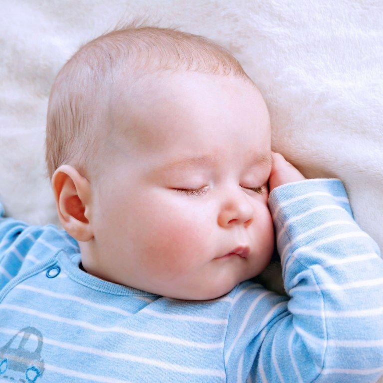 Baby Schläft Mit Offenen Augen