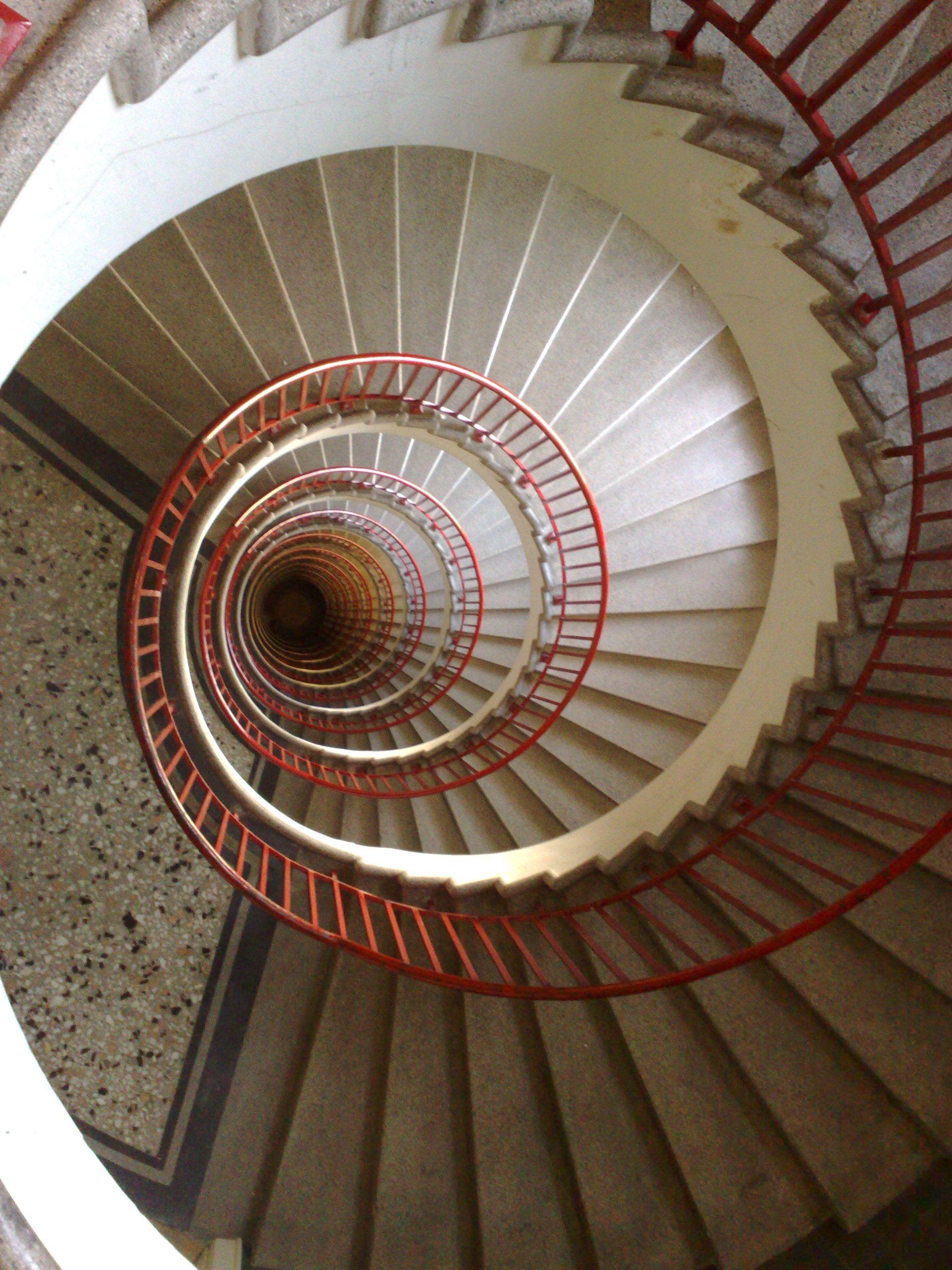 Best Swirl Stairs 螺旋階段 400 x 300