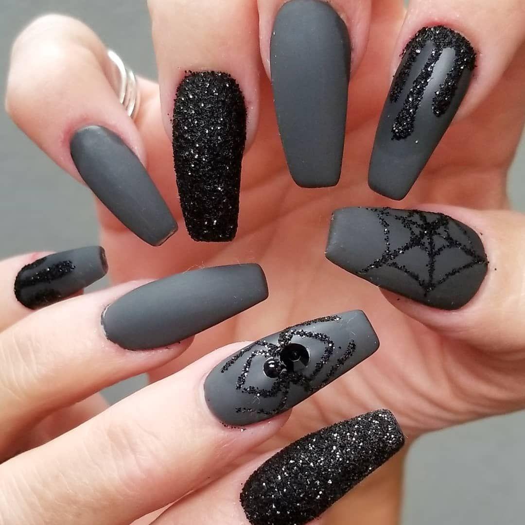 Creepy Cool Nail Art Spiderwebs Inspired Claws Stilettonails Coffinnails Mani Manicure Goth Gothic Go Goth Nails Halloween Nail Designs Gothic Nails