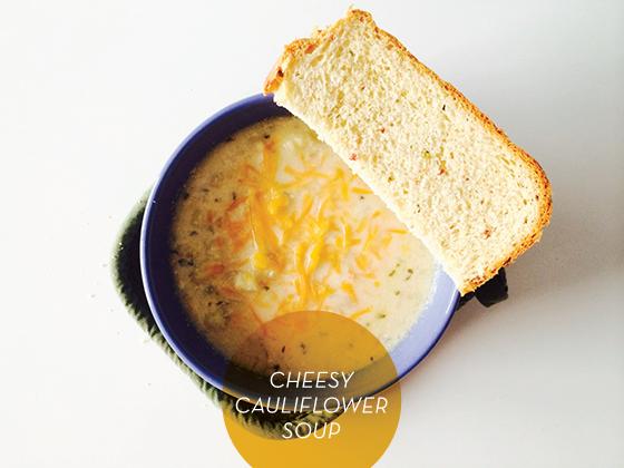 """Une soupe de chou-fleur, crémeuse et """"cheesy"""" à souhait !"""