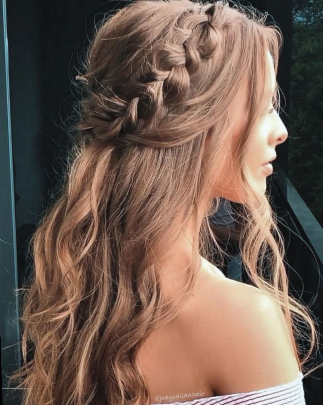 Hairstyle Ideas For Events Hairstyle Ideas To Do At Home Hairstyle Bangs Ideas 5 Hairstyle Ide In 2020 Medium Length Hair Styles Medium Hair Styles Grad Hairstyles