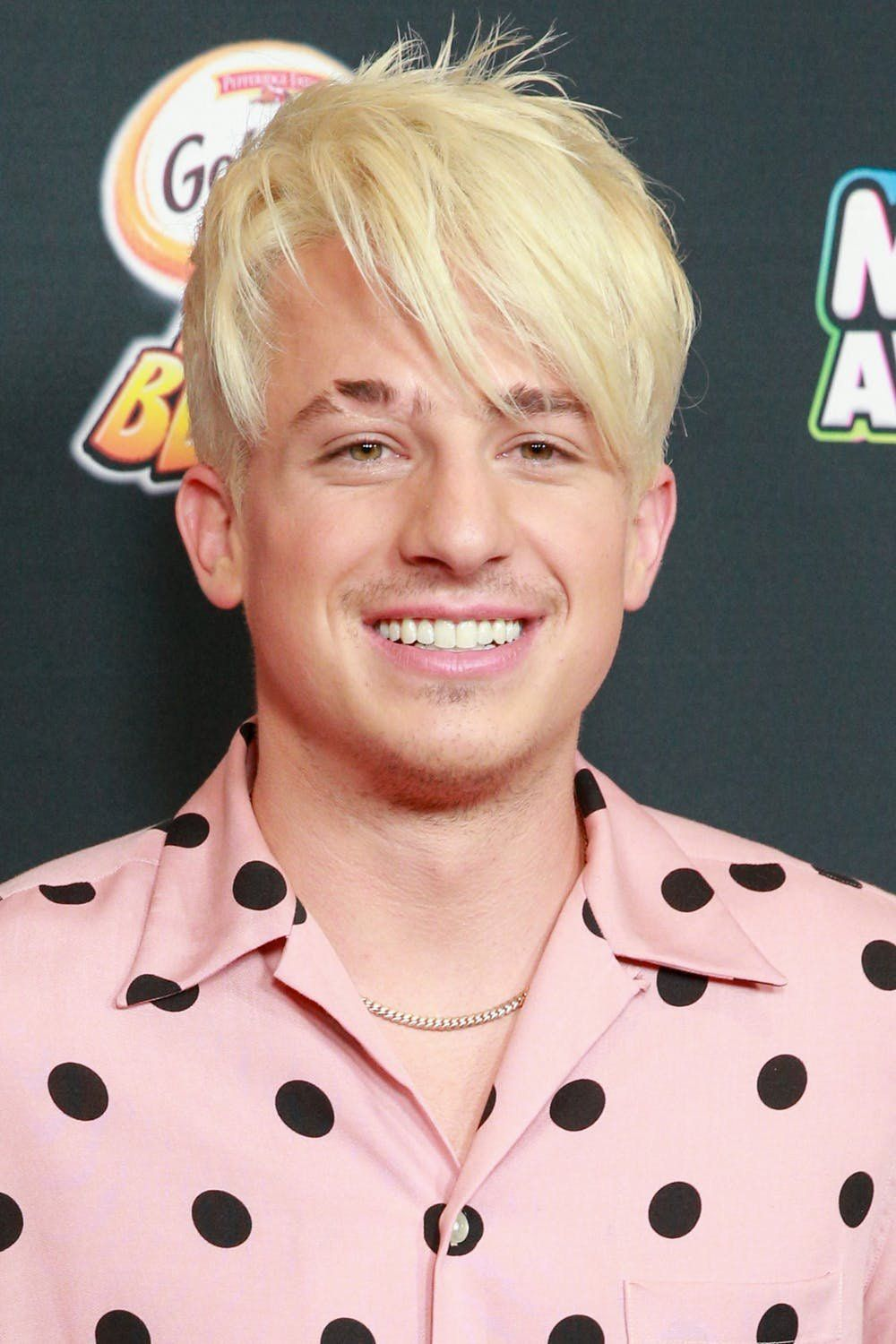 You Won T Even Recognize Singer Charlie Puth With Bright Blonde