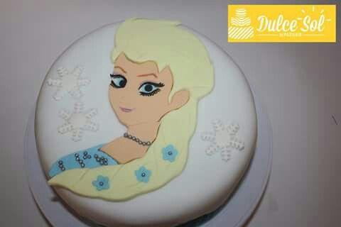 Torta de chocolate.  Modelo Frozen. Elsa en 2D