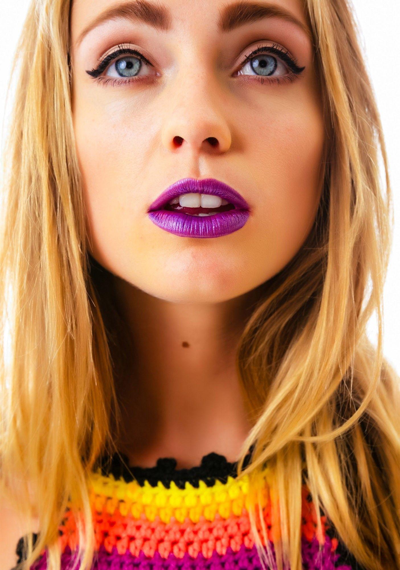 Runway Beauty: Cat Eyes at Dior Fall 2016 Couture - Makeup