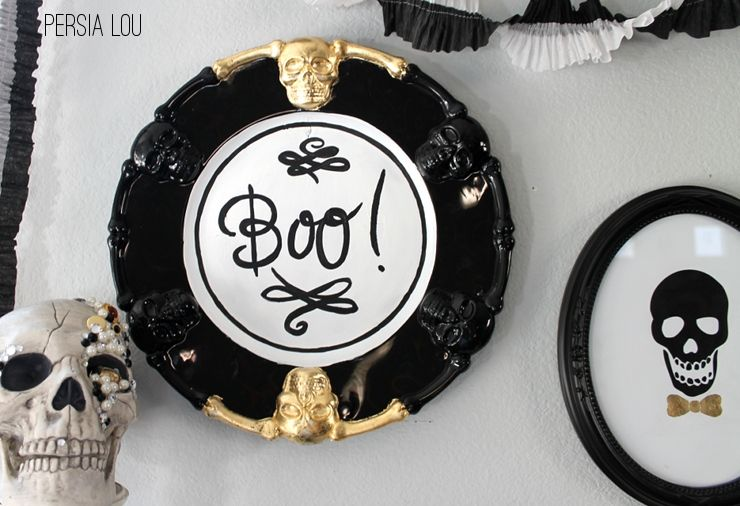 Halloween Boo Plaque: Dollar Store Tray Upgrade by Persia Lou