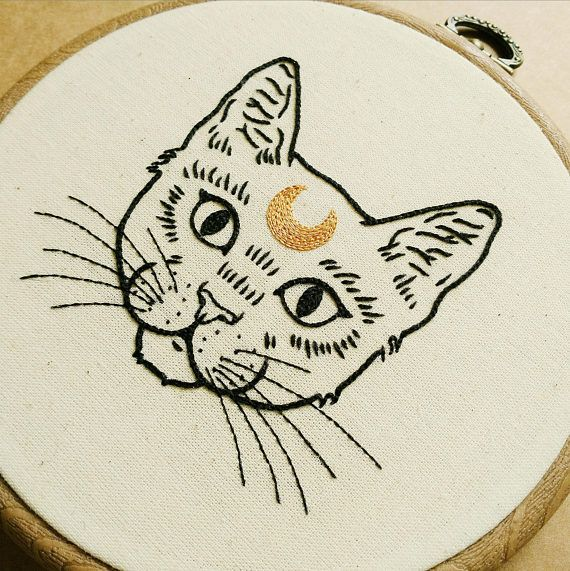 Home-X Decorative Embroidery Hoop Cat
