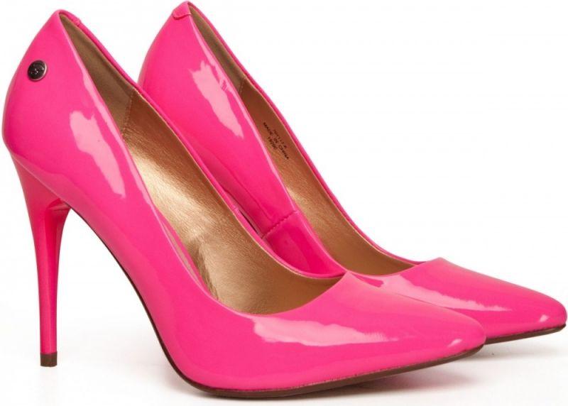 eva jinek in roze le ballon pumps nieuws le ballon. Black Bedroom Furniture Sets. Home Design Ideas