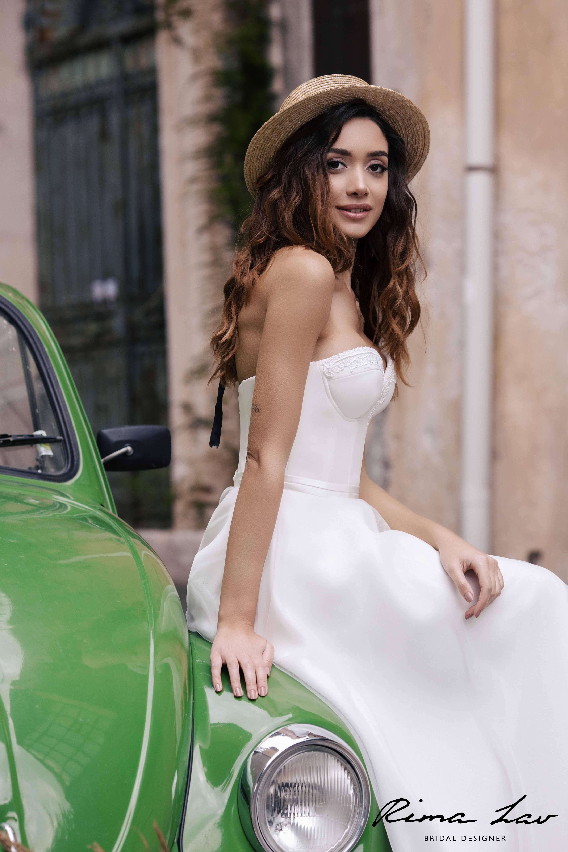 Who Designed Megan S Wedding Dress.Rimalav Liv 3 Wedding Gown Megan Markle Wedding Dress Megan