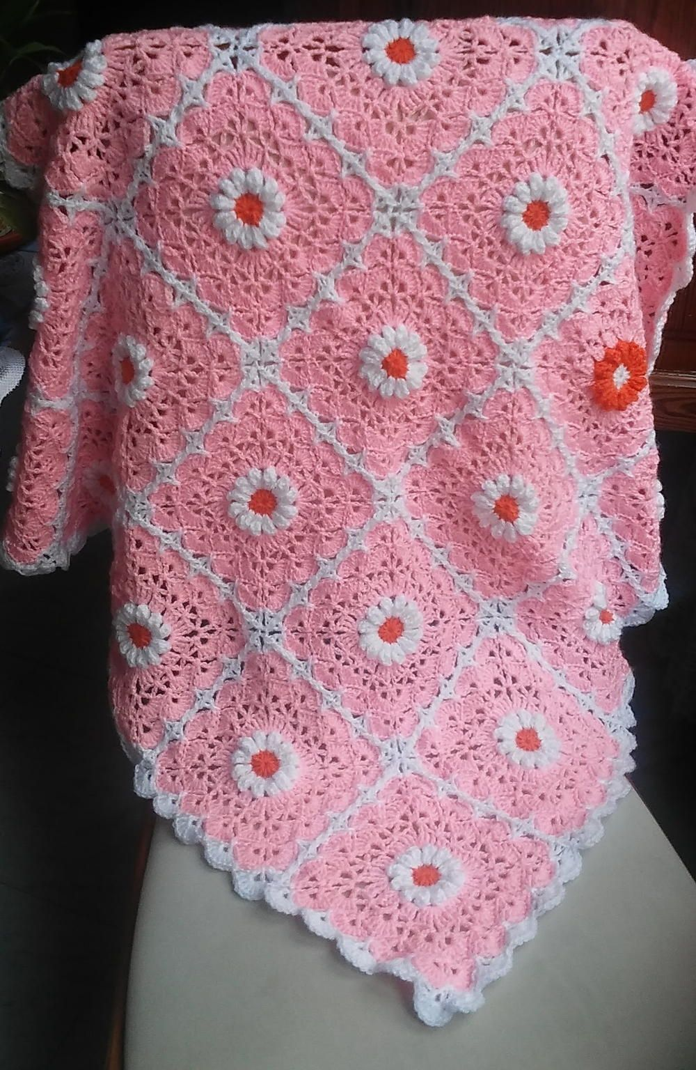 Pink Daisy Crocheted Baby Blanket | Bebé de ganchillo, Mantas de ...