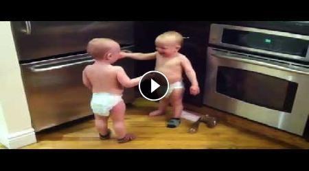 Omeogriphi Bambini ~ Guardate cosa accade quando due bambini iniziano a parlare. questi