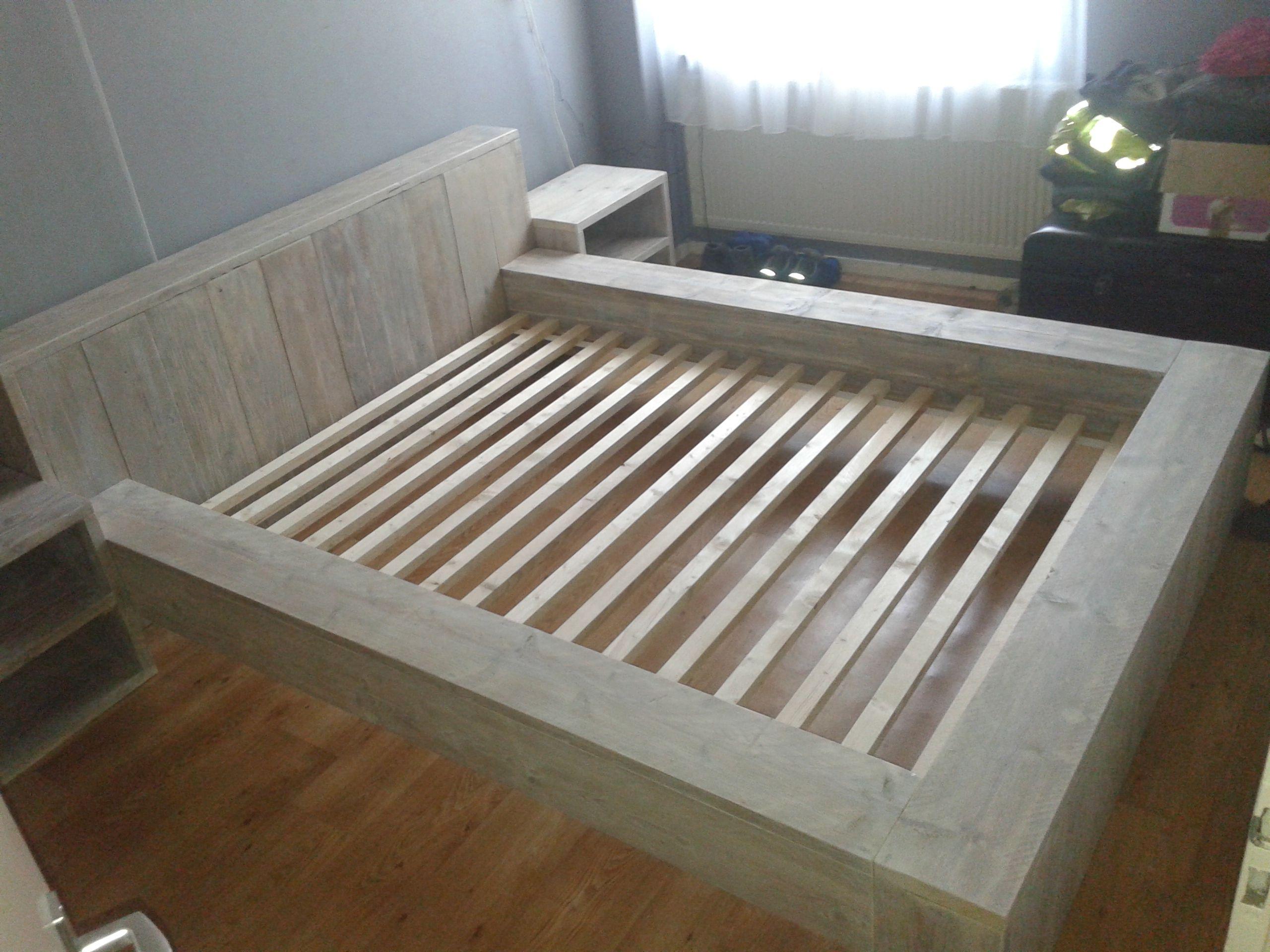 robuust bed 140x200 cm van gebruikt steigerhout in white. Black Bedroom Furniture Sets. Home Design Ideas