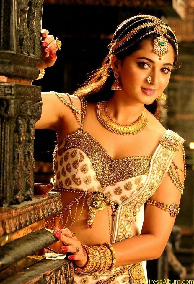 Anushka Shetty Latest Navel Show Love Actress anushka