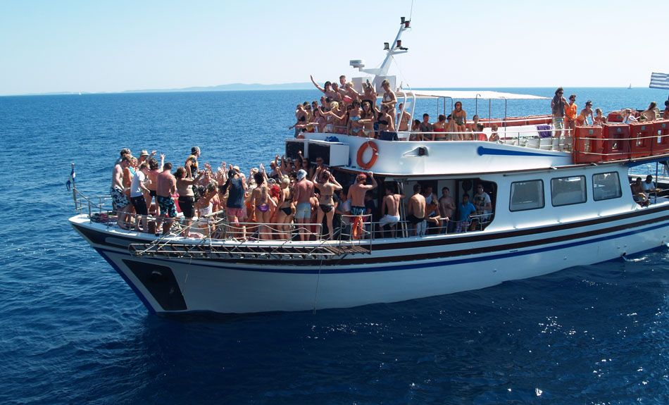 How to Organize an Event on Party Boat | Boat party, Boat, Birthday party  venues