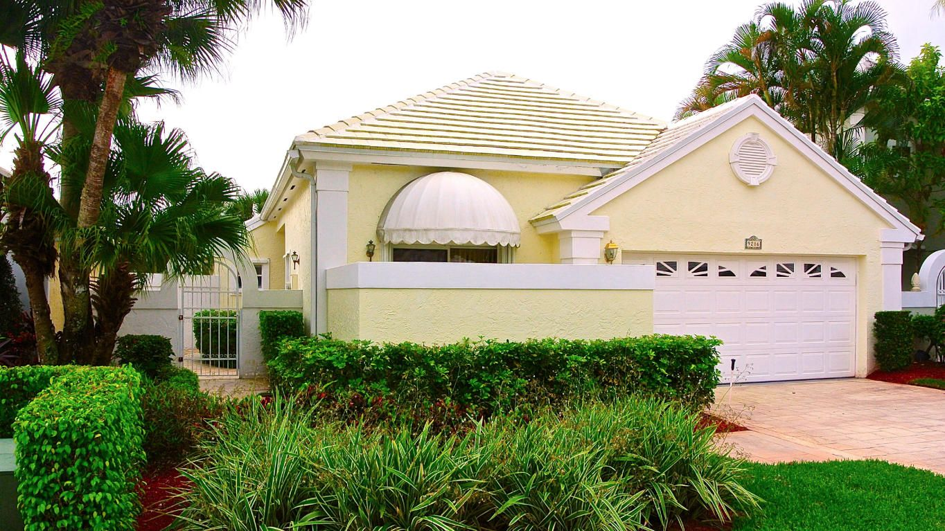Kathryn Lomax Our Newest Listing In Breakers West In West Palm Beach Presented By Bocaexecutiverea West Palm Beach West Palm Beach Florida Palm Beach Florida
