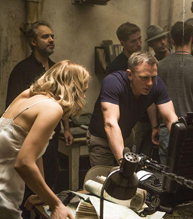 Photo : Même Léa Seydoux et Daniel Craig aiment revoir des scènes de Spectre entre deux prises !