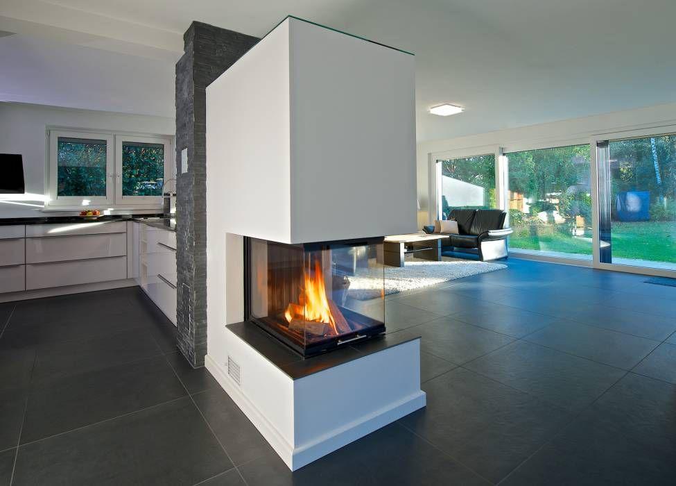 Freistehender kamin aus raumtrenner wohnzimmer von grid for Minimalistische wohnungseinrichtung
