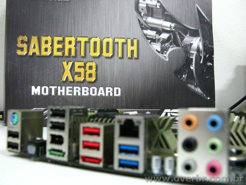 Asus X58 Sabertooh - nascida para o combate
