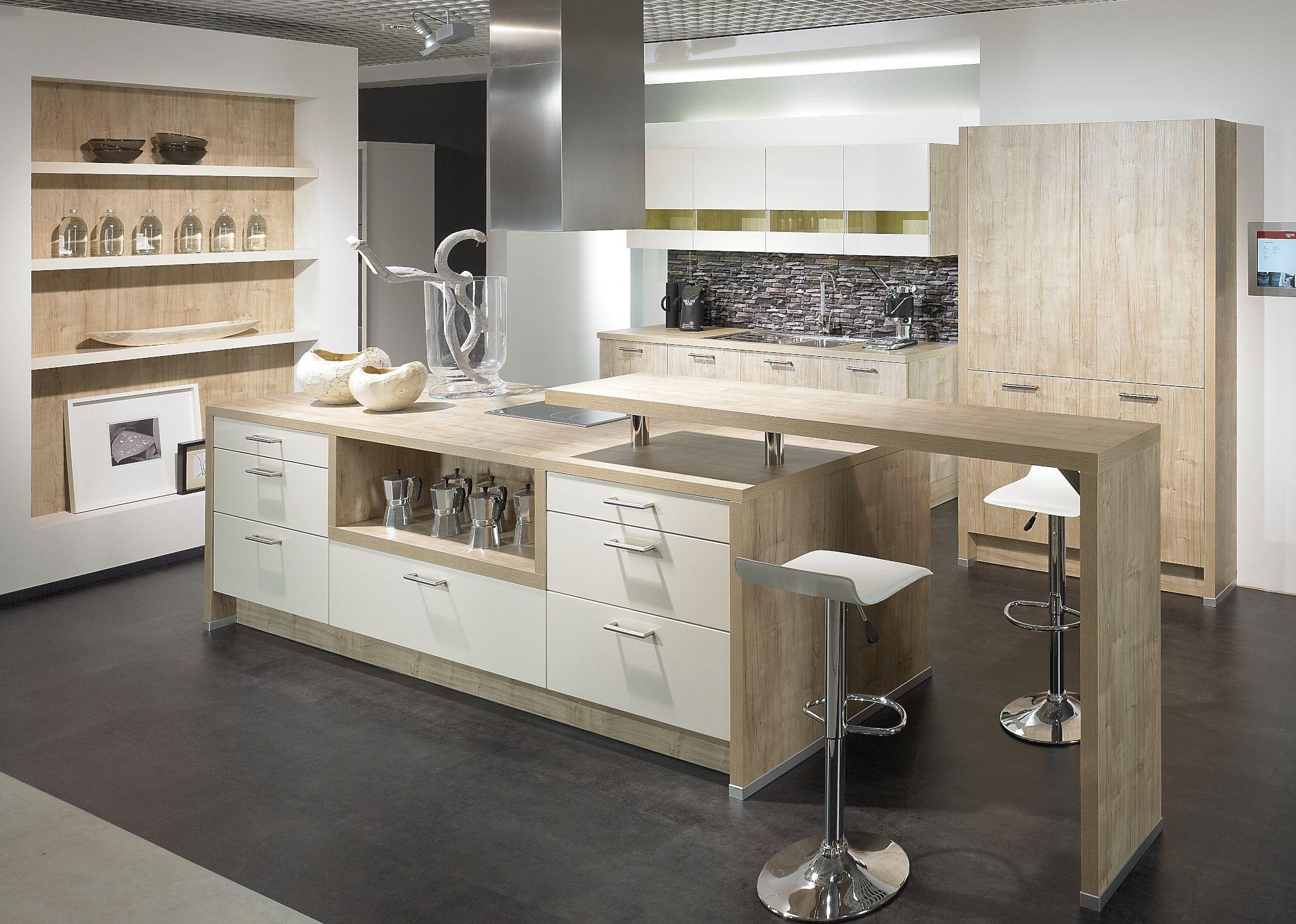 cuisine aviva blanche et ch ne cuisine pinterest cuisine aviva cuisines et idee deco. Black Bedroom Furniture Sets. Home Design Ideas