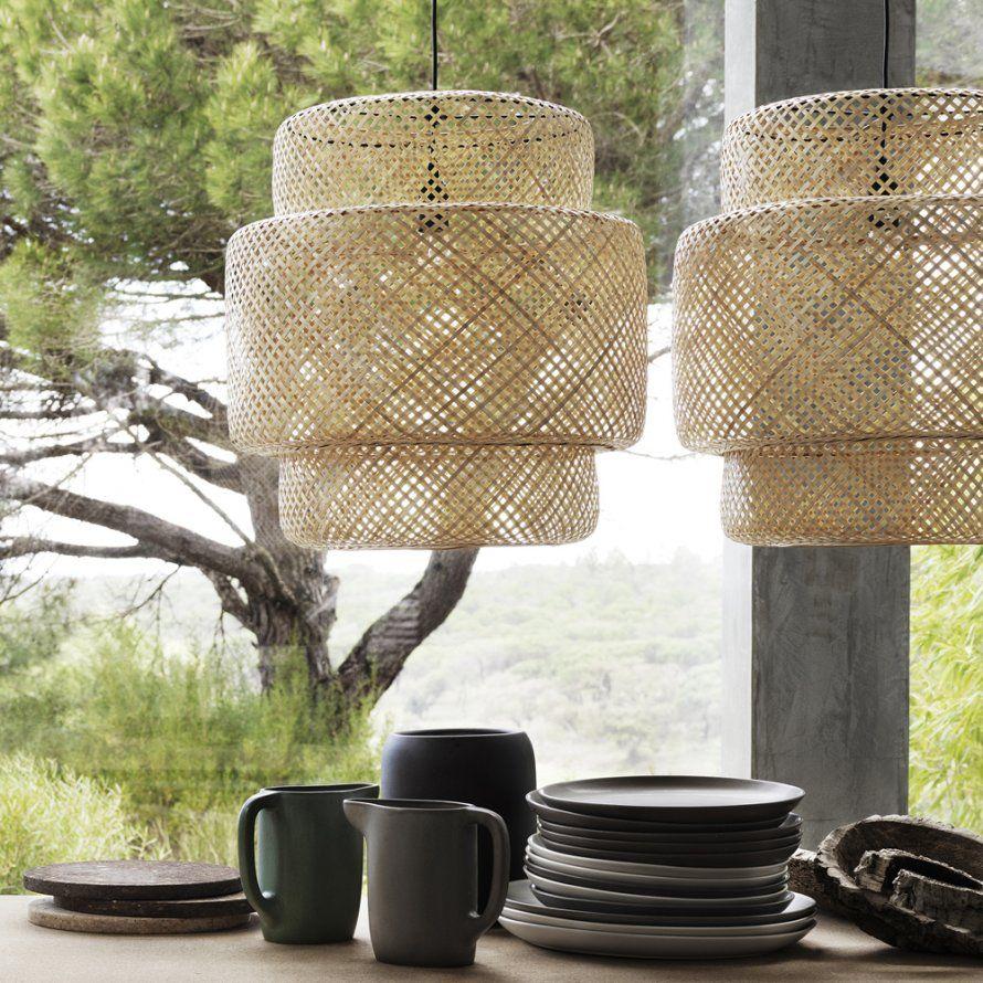 Suspensions En Rotin Ikea Avec Abat Jours En Formes Et Tailles Variees Luminaire Bois Luminaire Suspension Luminaire