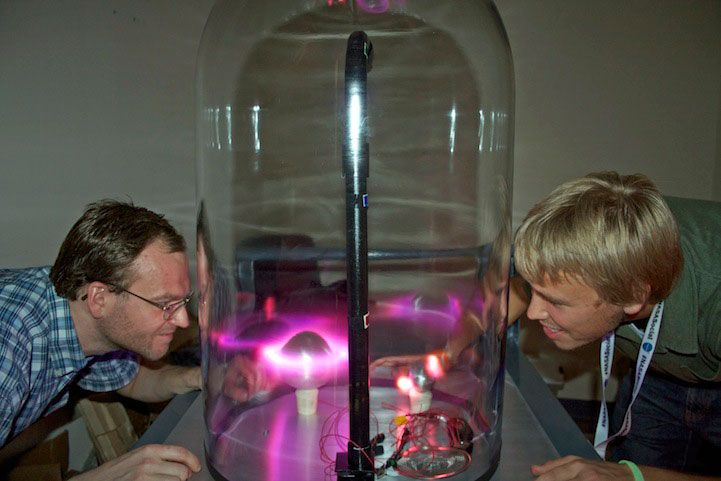 Scientist From NASA Makes The Aurora Borealis In A Big Glass Jar #technology