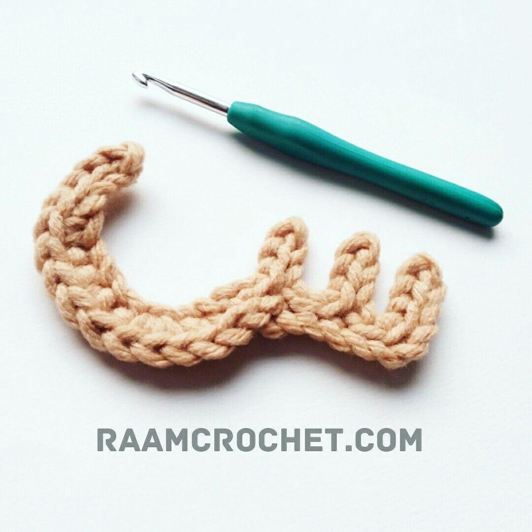 حرف السين من كتاب كروشيه الحروف العربية باترونات الحروف العربية كاملة بشكلها المنفرد متوفرة في كتاب إلكتروني للت Crochet Letters Crochet Crochet Necklace