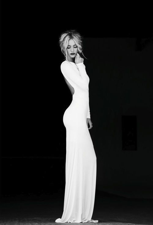 Could never look like this, but what a simple and stunning gown-would love it in grey or a caramel colour.