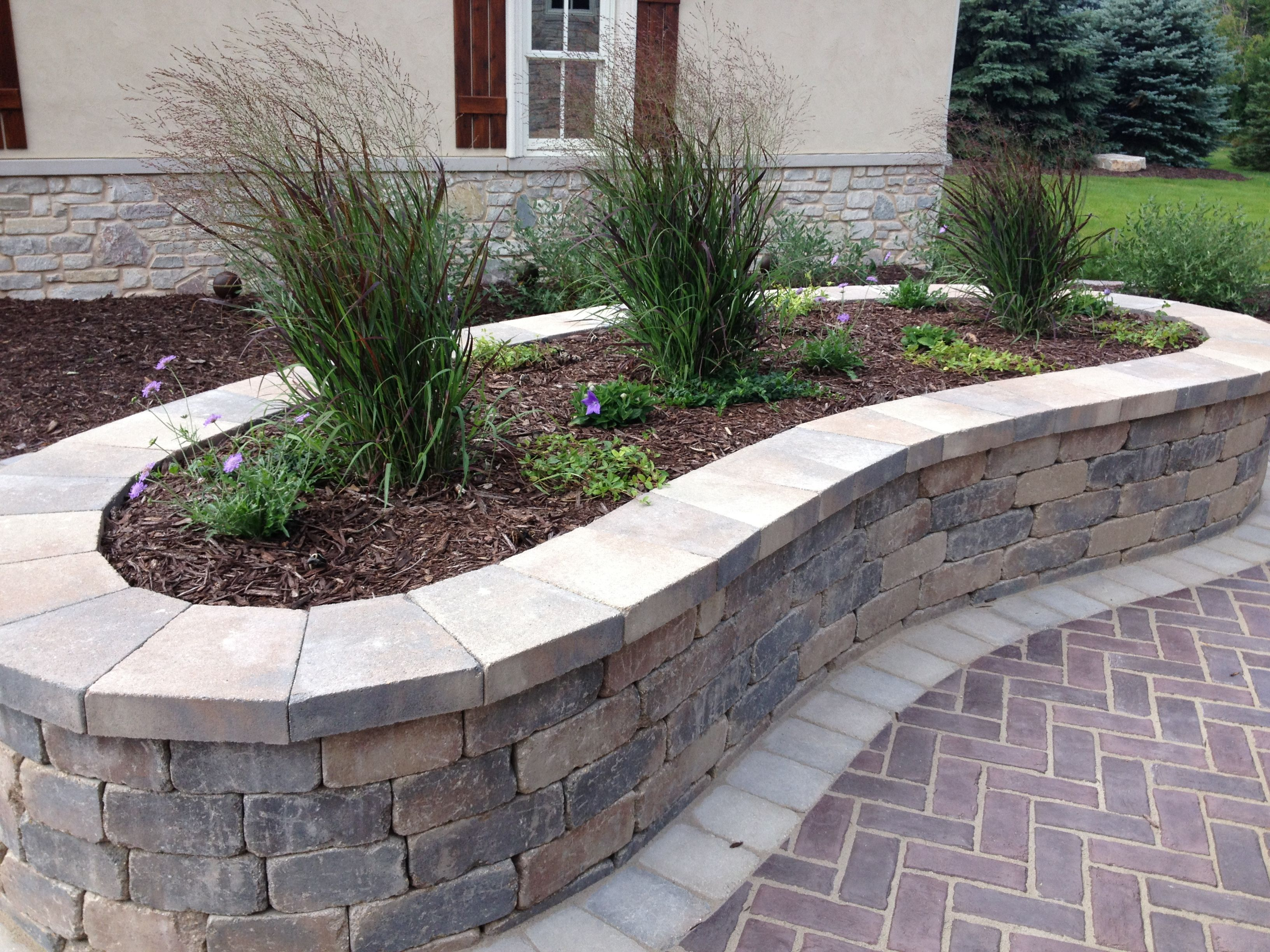 Kidney Bean Shaped Planting Bed Front Yard Landscaping Design
