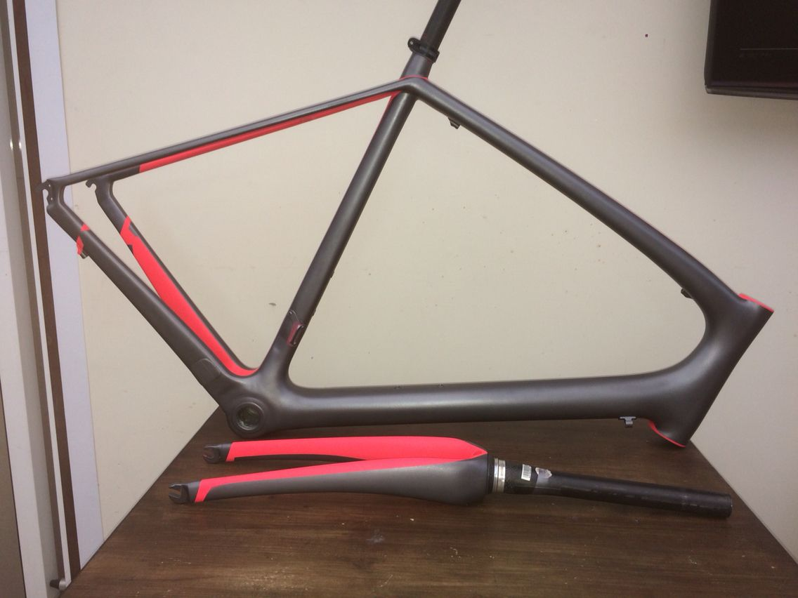 Custom paint job on a Specialized Carbon S-Works Tarmac after broken ...