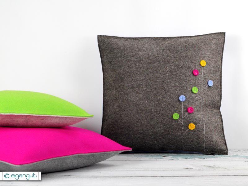 sofakissen sofakissen aus filz mit dots blumen wohnen kissen und. Black Bedroom Furniture Sets. Home Design Ideas