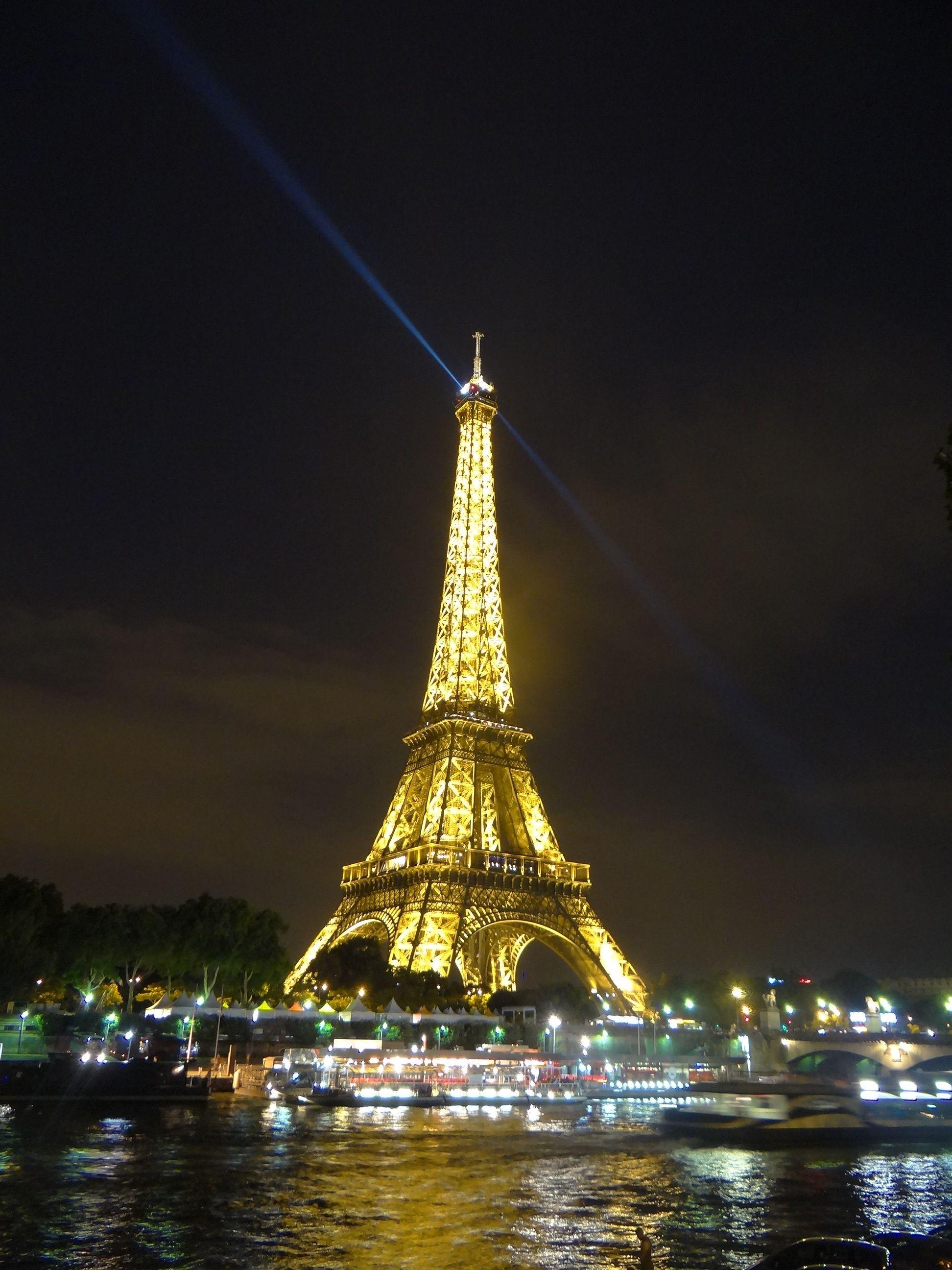 anocheciendo en Paris