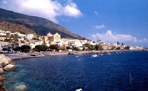 Salina - an island off Sicily  #salina #eolie #sicilia #sicily