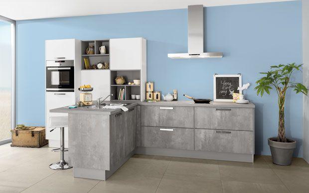 Kleine Küche in Beton Optik mit Accessoires, die