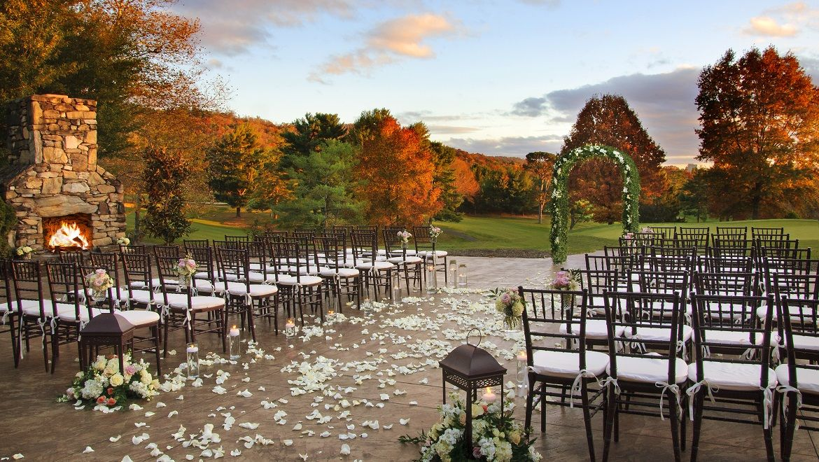 Making The Most Of Majestic Mountain Ranges All Around Omni Grove Park Inn Boasts Beautiful Outdoor Wedding Venues In North Carolina