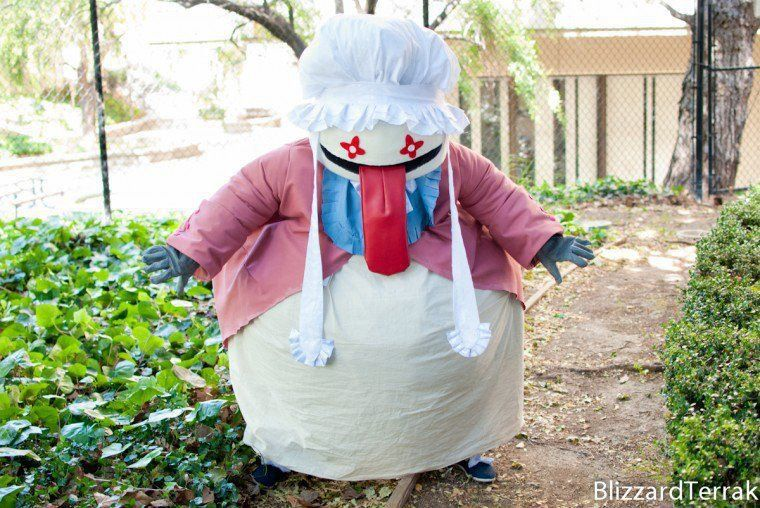 Grab your forks and sink your teeth into this awesome Quina Quen cosplay from Final Fantasy IX by StrawberryNeko. What do you think? What other difficult Final Fantasy character would you like to see?