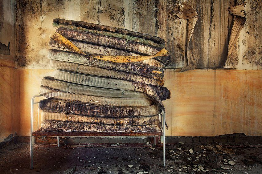 Matratzenstapel  Vergessene Orte: Old Sanatorium in Italy by Sven Fennema | Abandoned ...
