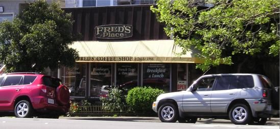 Sausalito Fred S Coffee Shop 1917 Bridgeway Sausalito Ca 94965 415 332 4575 Mmmm French Toast Ice Cream In The Batt Sausalito Coffee Shop Scenic Views