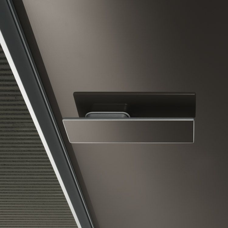#Rimadesio. Interior door with glass finishing and invisible magnetic lock.
