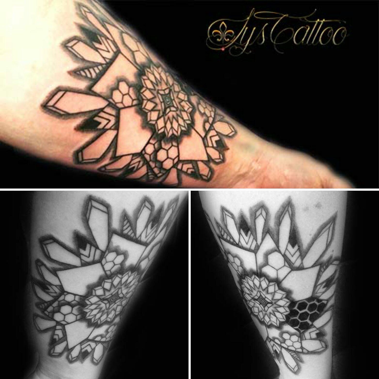 tatouage avant bras homme mandala rosace sym trie. Black Bedroom Furniture Sets. Home Design Ideas