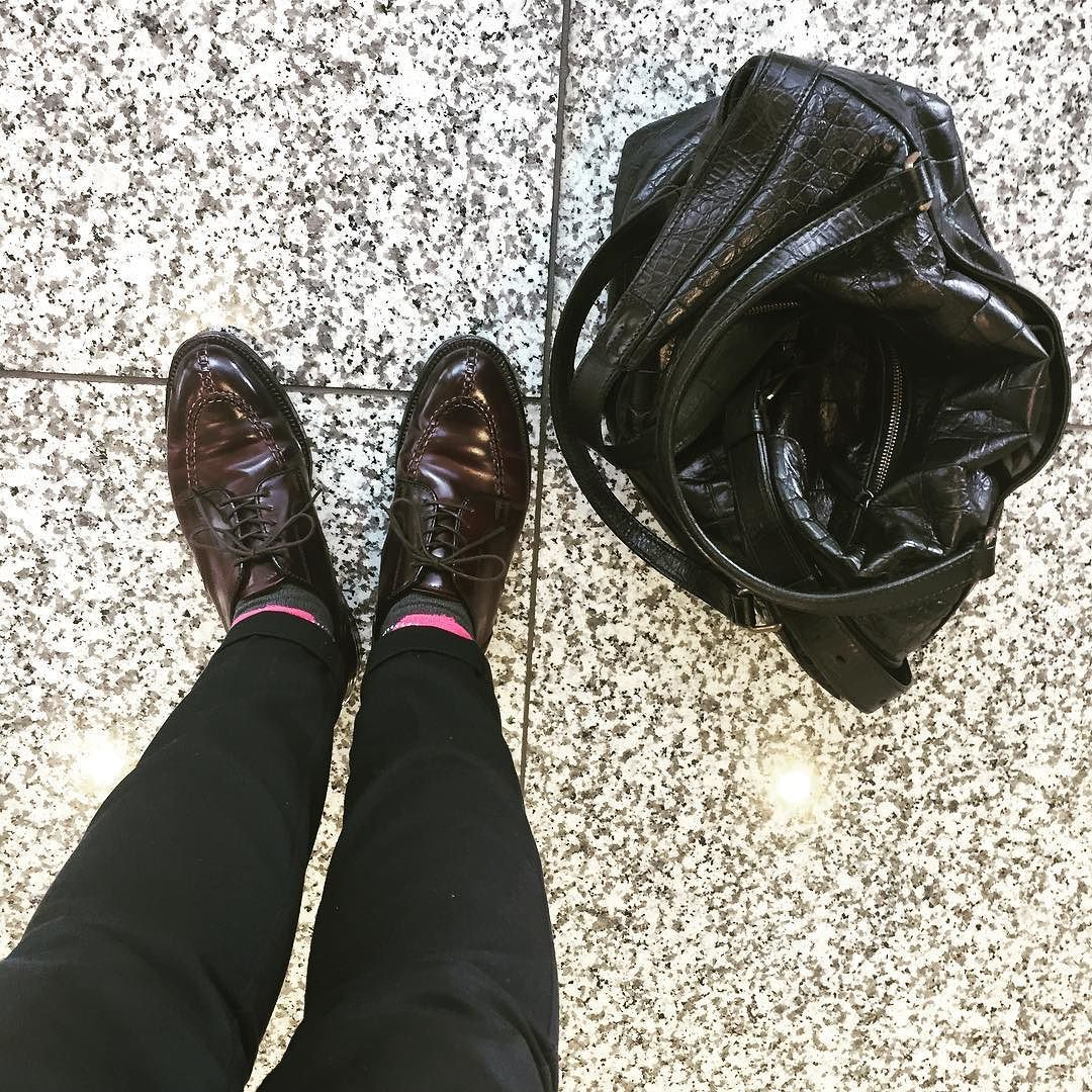 よく晴れてますね 今日は赤馬NSTです I wear Alden burgundy shellcordovan NST today. Today is very warm and I enjoy cordovan #alden #オールデン #足もと倶楽部 #leathershoes #horween #shellcordovan #fashion #kicks #todayskicks #Tokyo #KOTD #aldenarmy #YOLO #tagsforlike #tflers #instagood #instadiary #instalike #instapic #instaphoto #madeinusa #leathergoods #shoestagram #instashoes #shoeporn