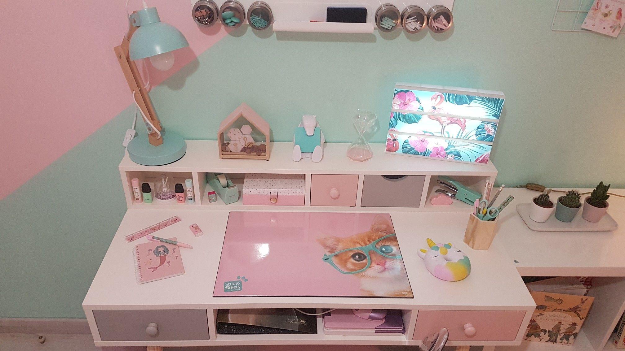 Chambre de ma fille bureau maison du monde lampe et crayons de