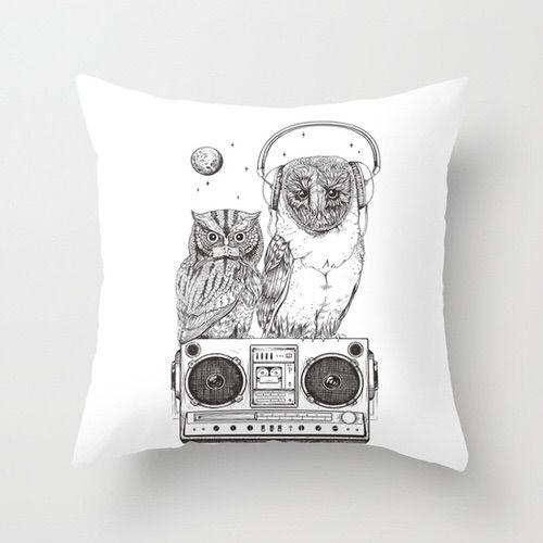 Imagen vía We Heart It https://weheartit.com/entry/149672842/via/22016876 #bed #home #homedecor #owl #throwpillow #giftideas #silentnightanalogzine