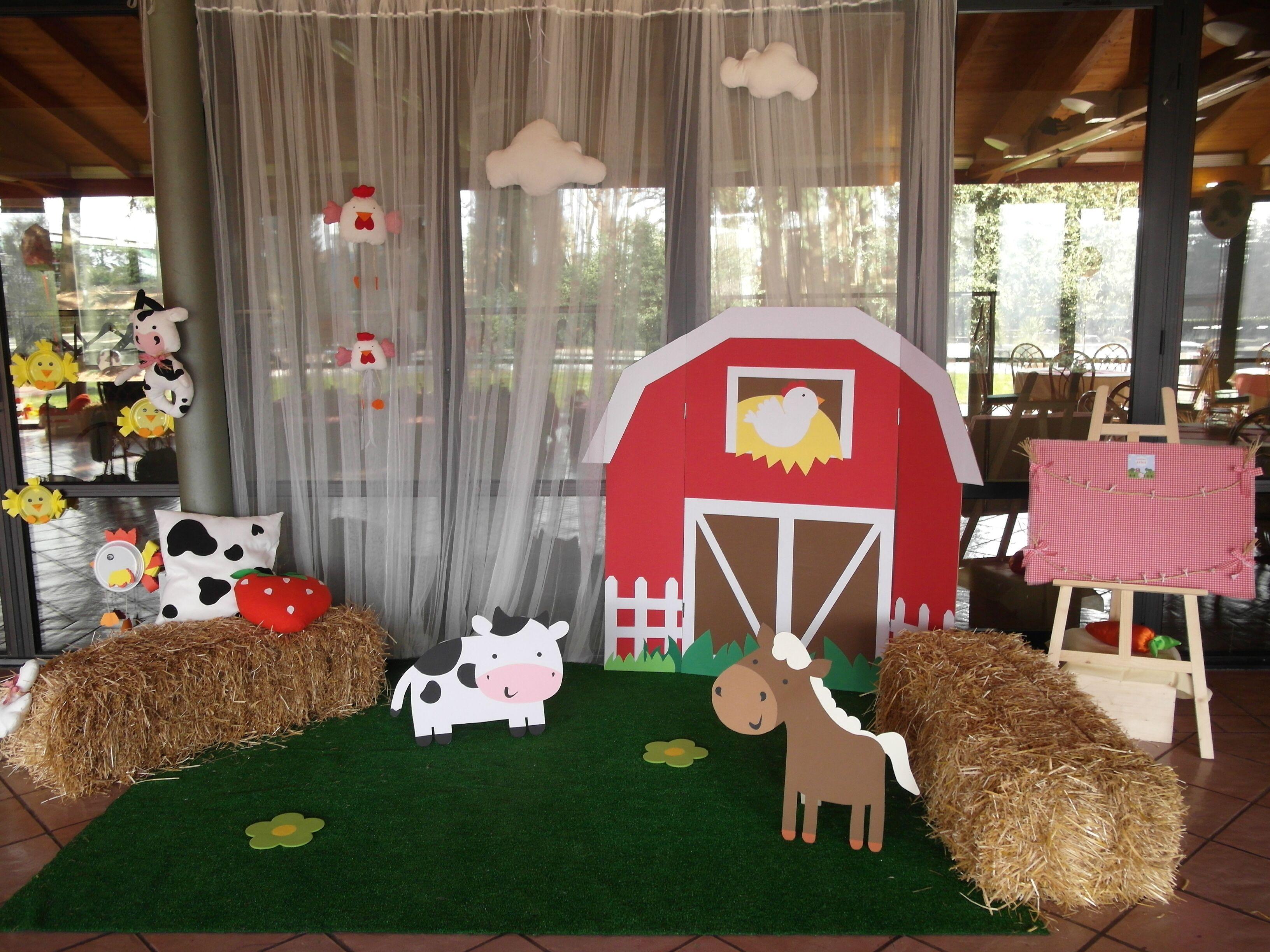 Farm party: barn for photo booth | Photo Booth Ideas | Farm