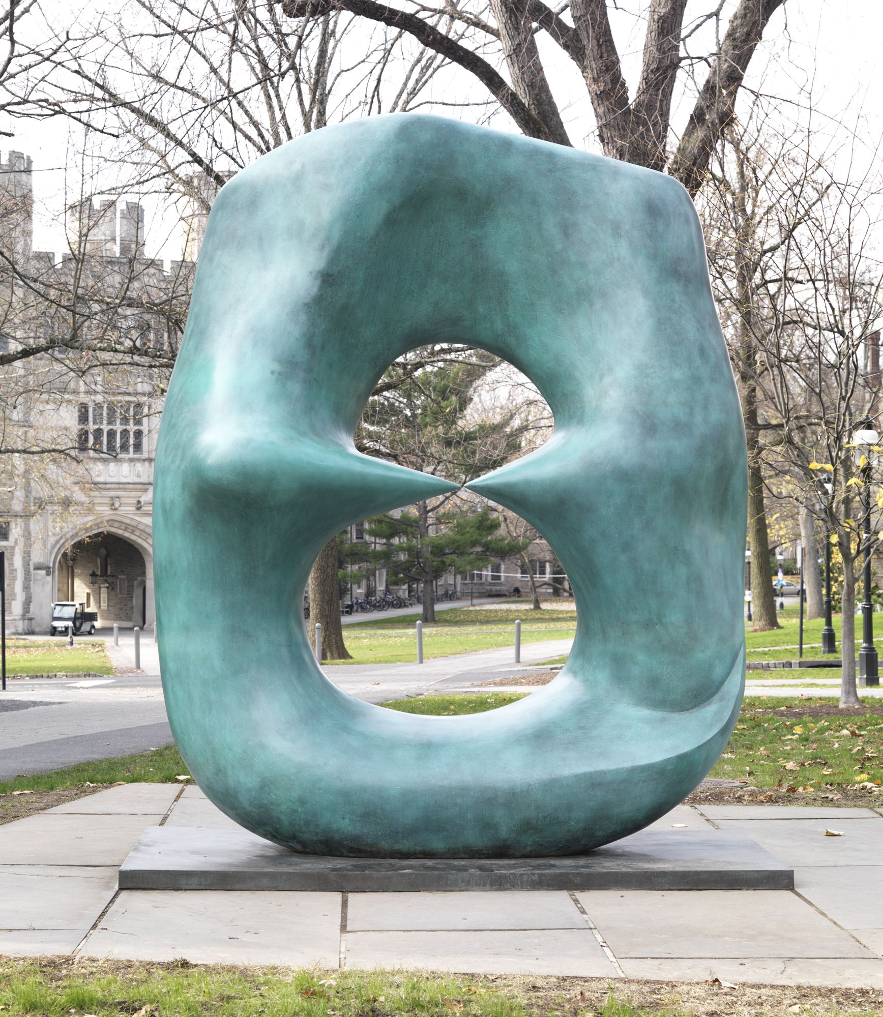 Henry Moore British Oval With Points 70