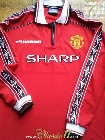 79e54509b Relive Manchester United s 1998 1999 season with this vintage Umbro home  long sleeve football shirt.