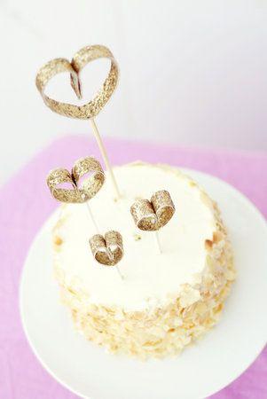 Diy glittering heart dessert toppers projectwedding ps how diy glittering heart dessert toppers projectwedding ps how yummy does that cake solutioingenieria Gallery
