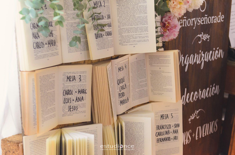 Busca tu sitio en la boda// Seatting con libros Foto: Estudionce Organización: Señor y señora de #bodassrysrade www.señoryseñorade.com