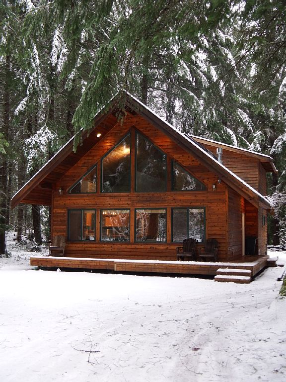 Greenwater chalet cabin 3 bed loft 2 full baths for Wood cabin homes