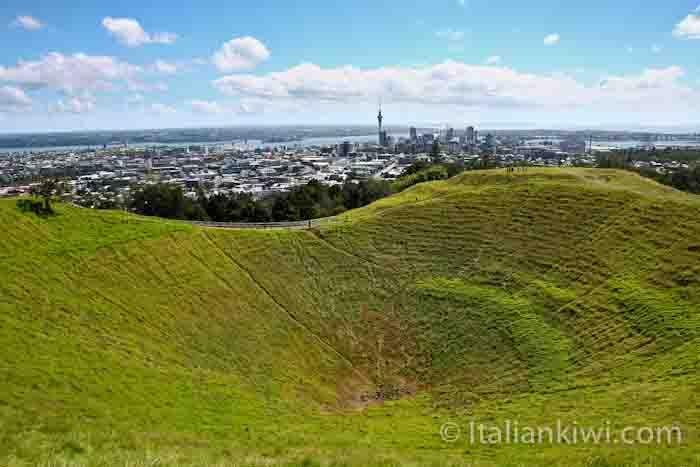 Italian Kiwi - Pavlova: The Monster Meringue from New Zealand. - Italian Kiwi